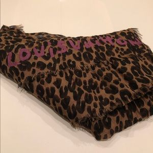 New Authentic Louis Vuitton cheetah leopard shawl